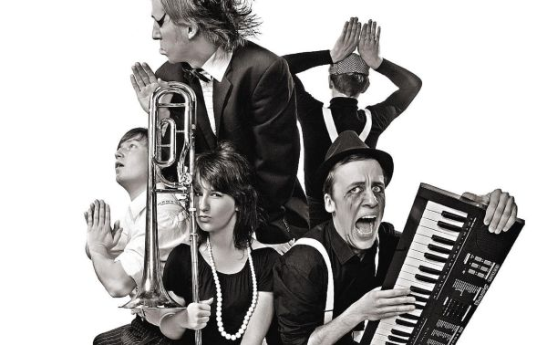 El rompedor quinteto lituano Suicide Djs en una imagen promocional