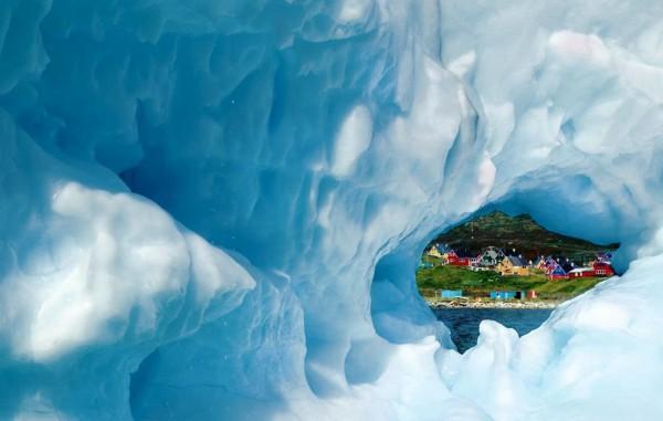 El pueblo de Narsaq visto desde un iceberg tras el deshielo. Foto: All That Is Interesting