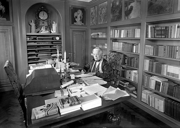 Selma Lagerlöf, en su despacho de la mansión de Mårbacka