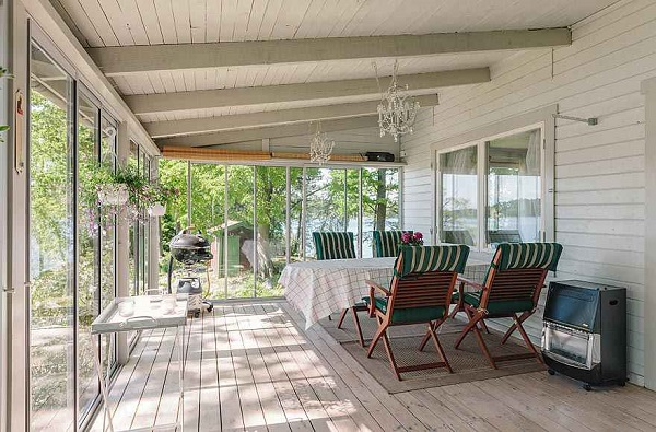 Terraza y porche de la casa de Vifärnaholme, Isla de las Ideas