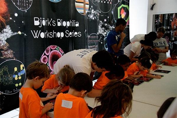 Taller infantil del Biophilia Educational Program en el MOCA de Los Ángeles