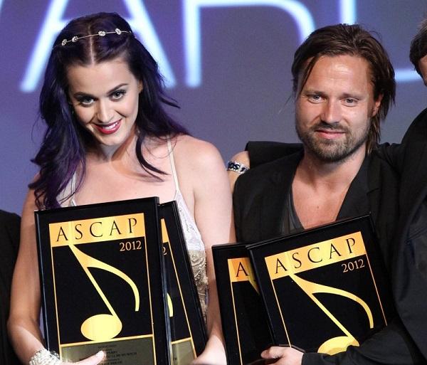 Max Martin con Katy Perry tras recibir varios premios en conjunto. Foto: Michael Tran/Getty Images