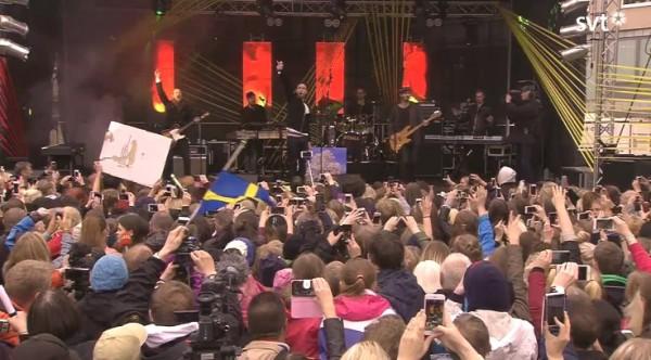 Måns Zelmerlöw cantando en el homenaje a su victoria en Eurovisión, celebrado en la localidad de Lund