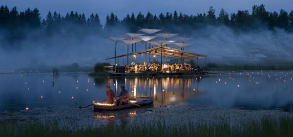 Remando mientras la orquesta toca en el lago de Leigo. Foto: dmcestonia.ee
