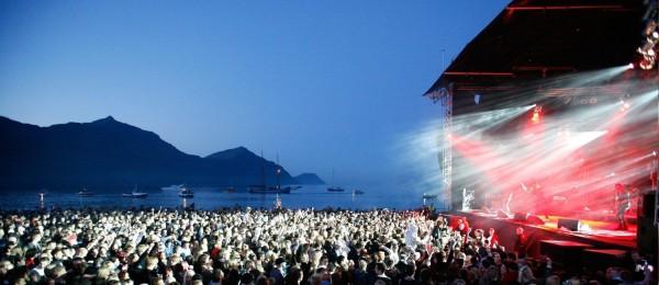 Concierto frente al océano en el G! Festival. Foto: Kristfríd Tyrill/MOMO