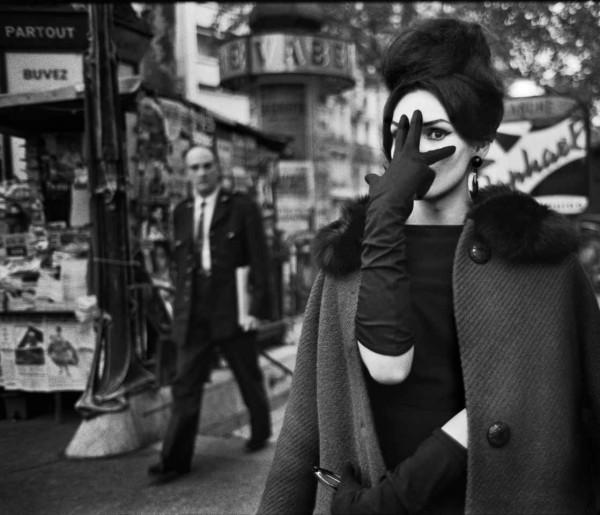 Strömholm retrató así a la travesti Nana en la Place Blanche de París, en 1961.