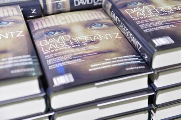 """Asú luce la cuarta entrega de """"Millennium"""" en las librerías suecas. Foto: Henrik Montgomery/TT"""
