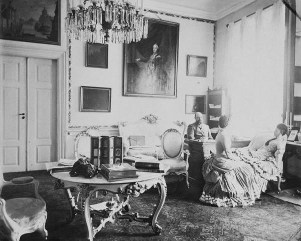 El zar ruso Alejandro III en un retrato informal con su mujer, la zarina María. Foto: Mary Steen, finales del siglo XIX