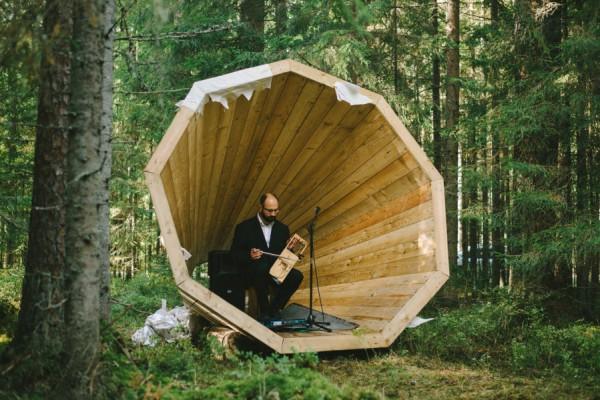 Poniendo música a los sonidos del bosque. Foto: Henno Luts