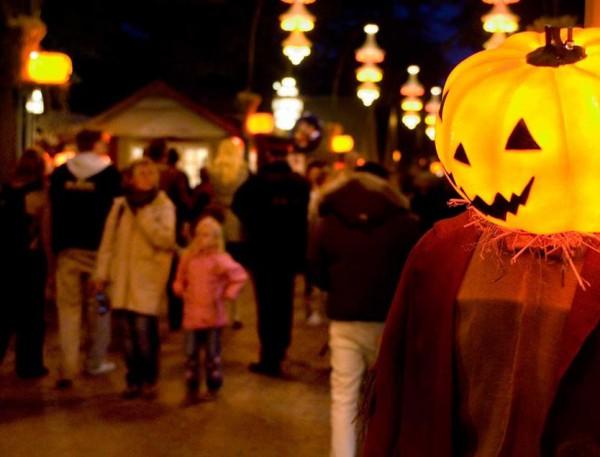 Ambientación de Halloween en el Parque Tívoli de Copenhague. Foto: dr.dk