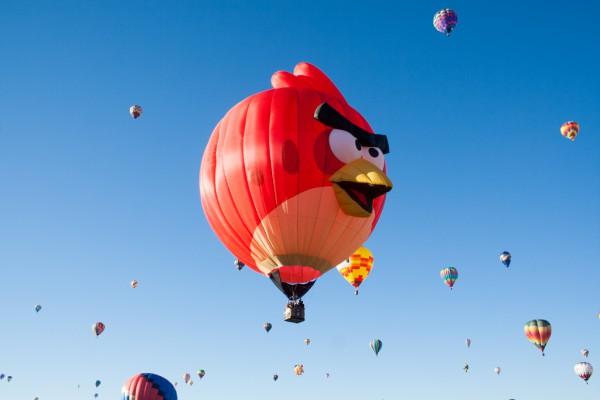 Uno de los personajes de Angry Birds, volando en formato globo por Estados Unidos. Foto: wunderstruk.com