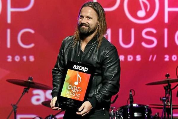 Martin recibiendo el premio al mejor compositor del año otorgado por la todopoderosa asociación americana de autores. Lo ha ganado en 8 ocasiones. Foto: Chris Pizzello