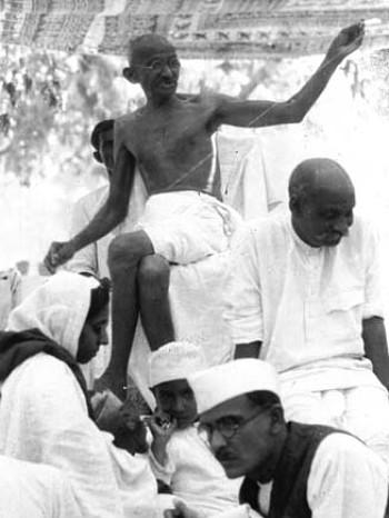 Gandhi, fotografiado por Elisabeth Meyer en la década de 1930